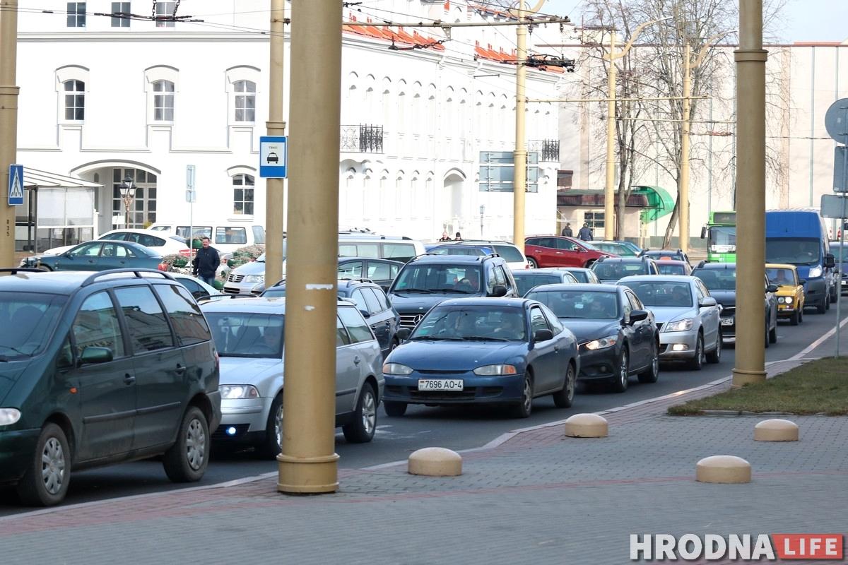 В центре Гродно пробки из-за аварии на Старом мосту и закрытия Большой Троицкой