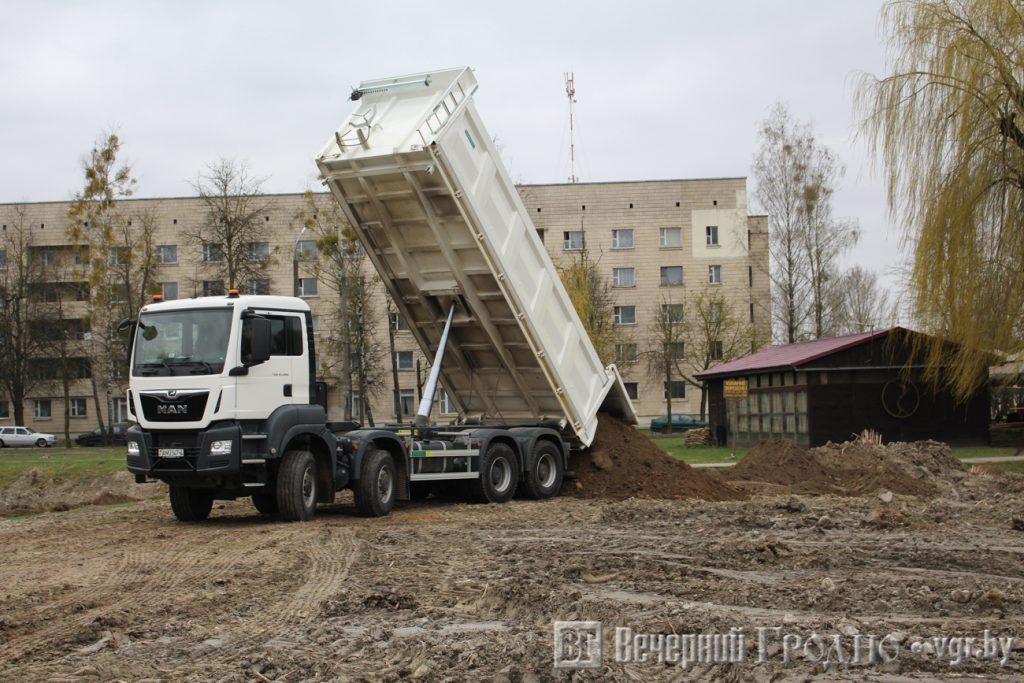 Один из двух прудов на Курчатова засыпят: восстанавливать дорого