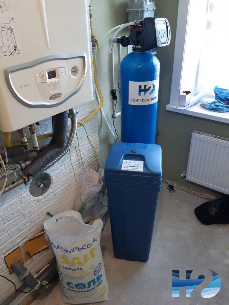 Система умягчения, служит для удаления из воды солей жесткости Ca+ и Na+.  Установлена в частном доме с двумя проживающими.