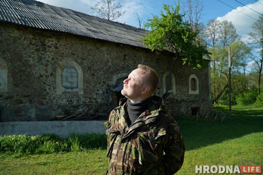 Злавіў хайп і стаў фермерам. Праграміст з Гродна закопвае грэчку ў зямлю і вырошчвае ягады годжы