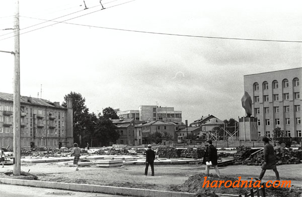 Смотрите, как выглядела площадь Ленина 50 лет назад