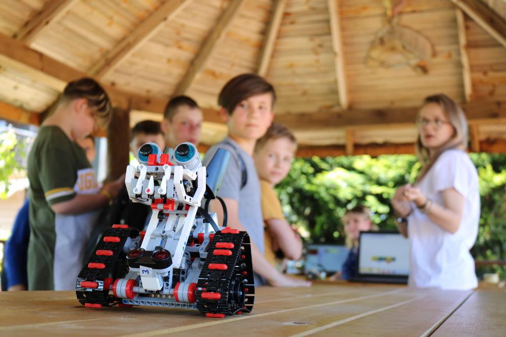 iTeenAcademy курсы программирования робототехники для детей