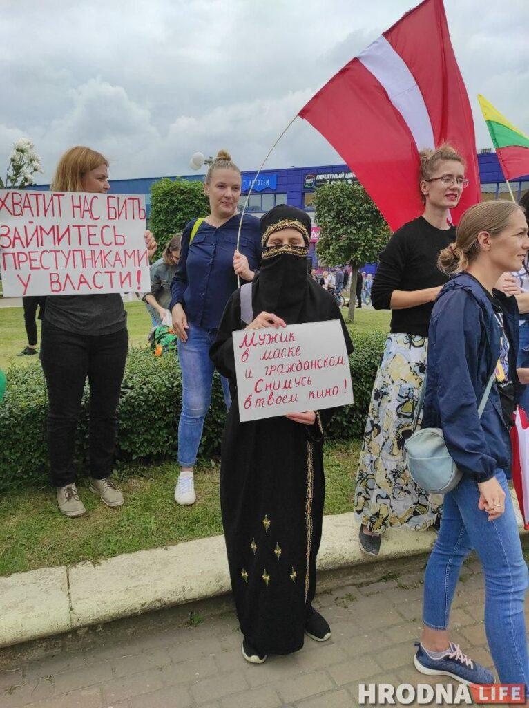 Диктатура страшнее гомофобии. В Минске ЛГБТ-колонна вышла на протест с плакатами и радужными флагами