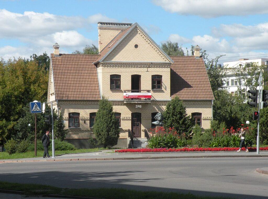 Лукашэнка: Не будзем мірыцца з тым, што ў Гродне на балконах вывешваюць польскія сцягі