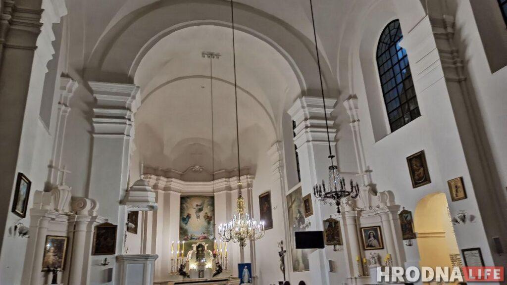 Путешествие под зонтом: замки Любчи и Новогрудка, самый старый костел и музей под открытым небом - за 1 день и 280 километров