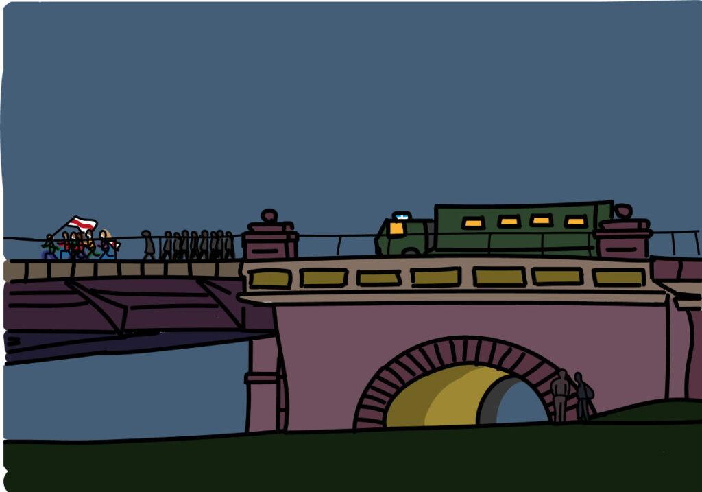 Гродненский Старый мост стал символом противостояния протестующих и силовиков: в первые дни после выборов попытка пройти по нему пешком в вечернее время могла закончится задержанием. Рабочие заводов просили начальство убрать ОМОН с улиц города, так как опасались задержаний именно на мосту по пути на работу.