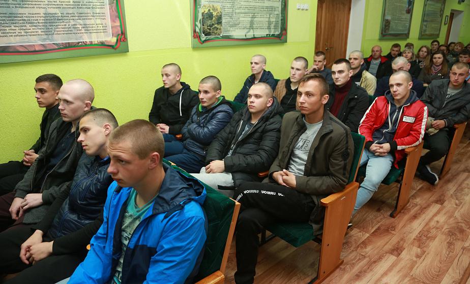 Призывники в гродненском военкомате. Фото иллюстрационное, grodnonews.by