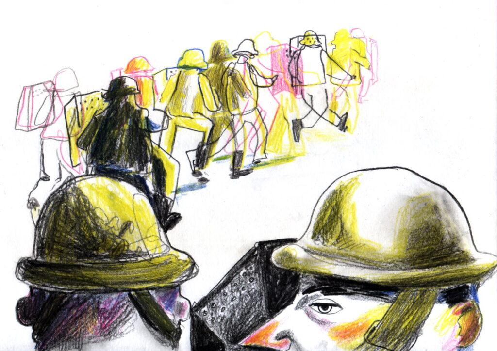 Перед выборами начались тренировки в полном обмундировании на территории части. Иллюстрация:  Вероника Гончар