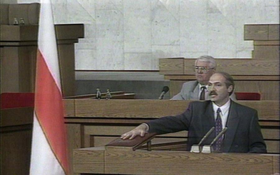 Лукашэнка: «Партрэтаў Лукашэнка пад бчб-сцягамі не было. Мы прыбярэм гэтую фашысцкую сімволіку»