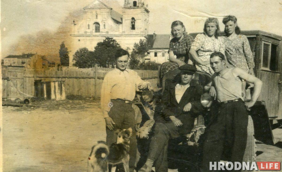 послевоенный Гродно / Гродненцы возле полуторки., 1940-е гг. Фото из архива семьи Змейко
