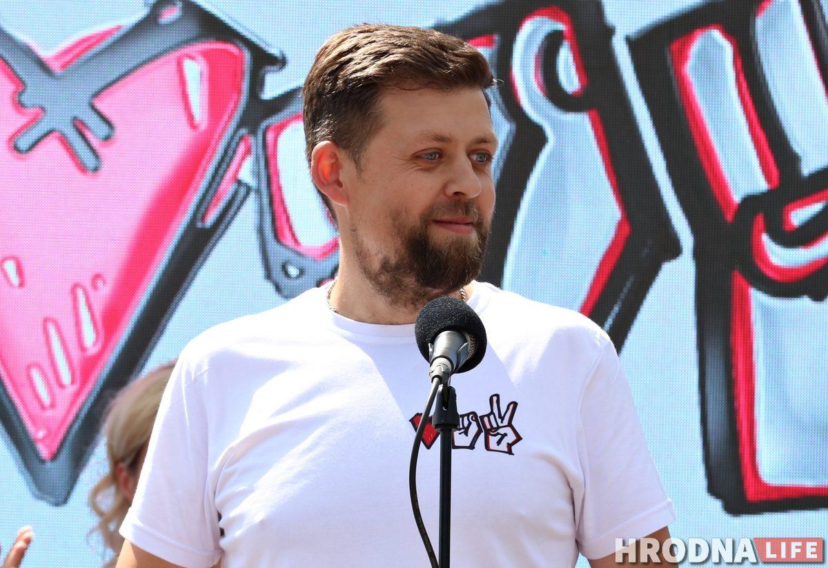 Виктор Шумель во время выступления на митинге Светланы Тихановской в Гродно. Фото: Руслан Кулевич