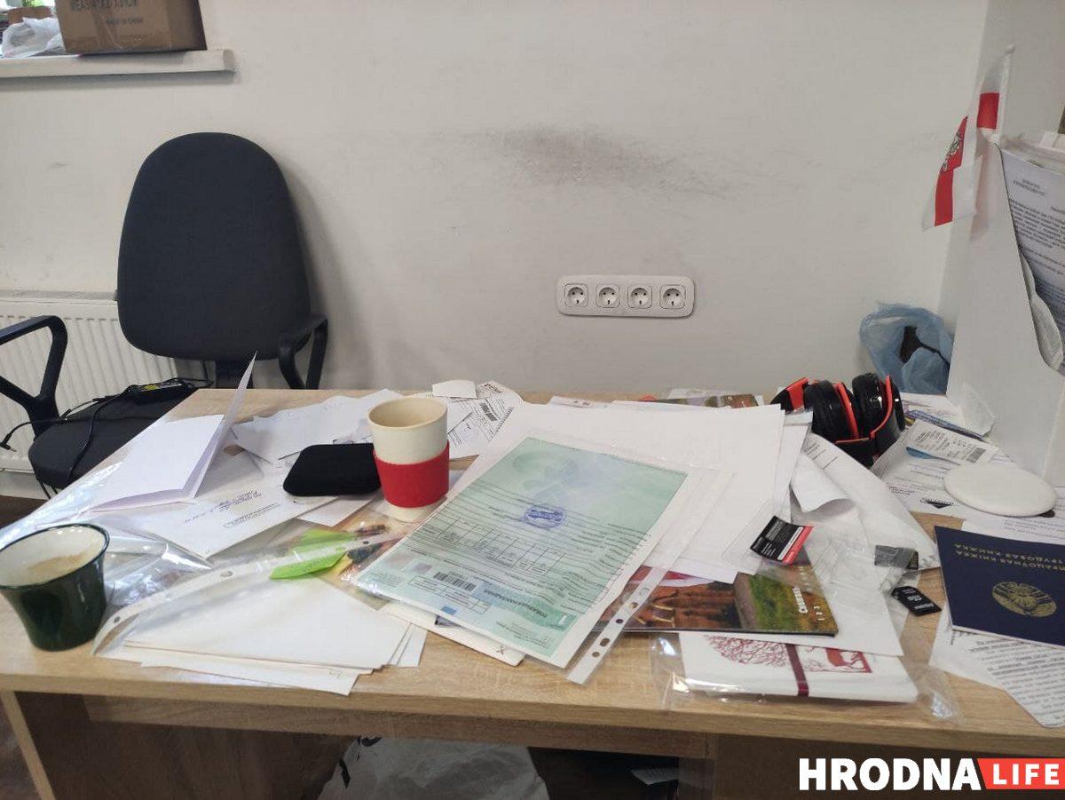 Осмотр в редакции Hrodna.life закончился. Конфисковали технику, книги и игры