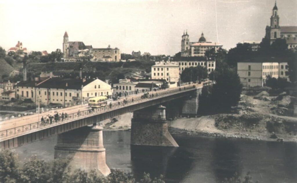 На открытке 1959 г. - мост, построенный в 1950-м г.