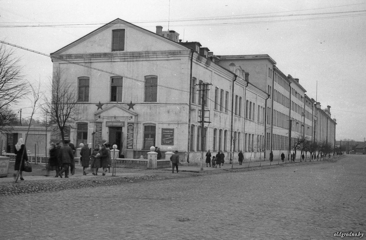 Где в Гродно дома на болоте и как работала школа №6? Воспоминания про послевоенный город