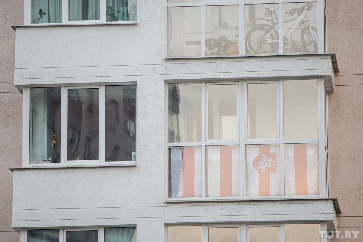 Как сушить белые и красные вещи на балконе? Гродненцу пришел ответ от городских властей
