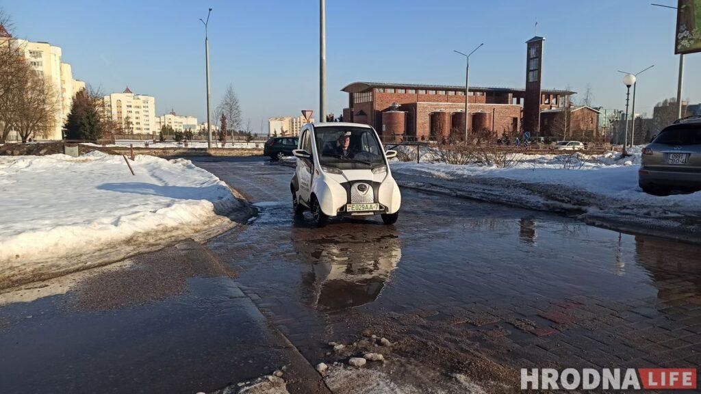 Электромобиль Sidus A01 сделан в Китае. Это одна из самых популярных моделей. Для сертификации транспортного средства в Беларуси понадобилось около года. В будущем  изготавливать некоторые детали и собирать автомобиль планируют в Беларуси.