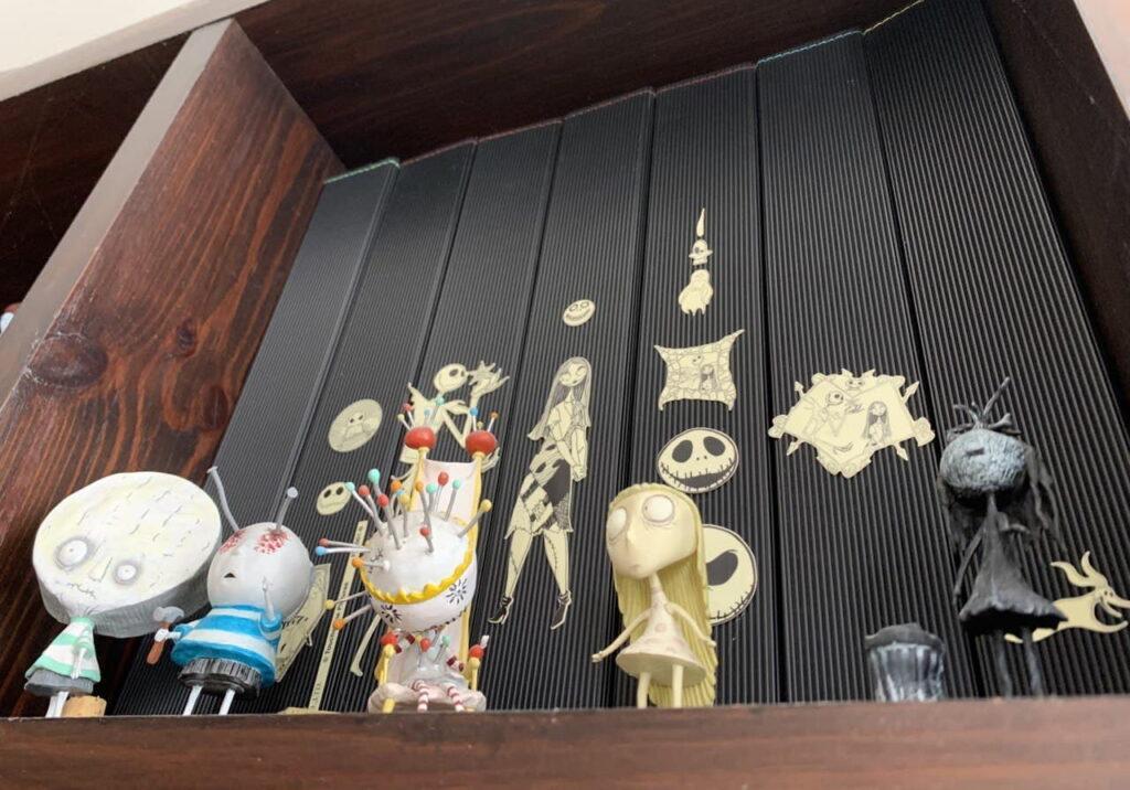 Коллекция игрушек с персонажами режиссера и художника Тима Бертона