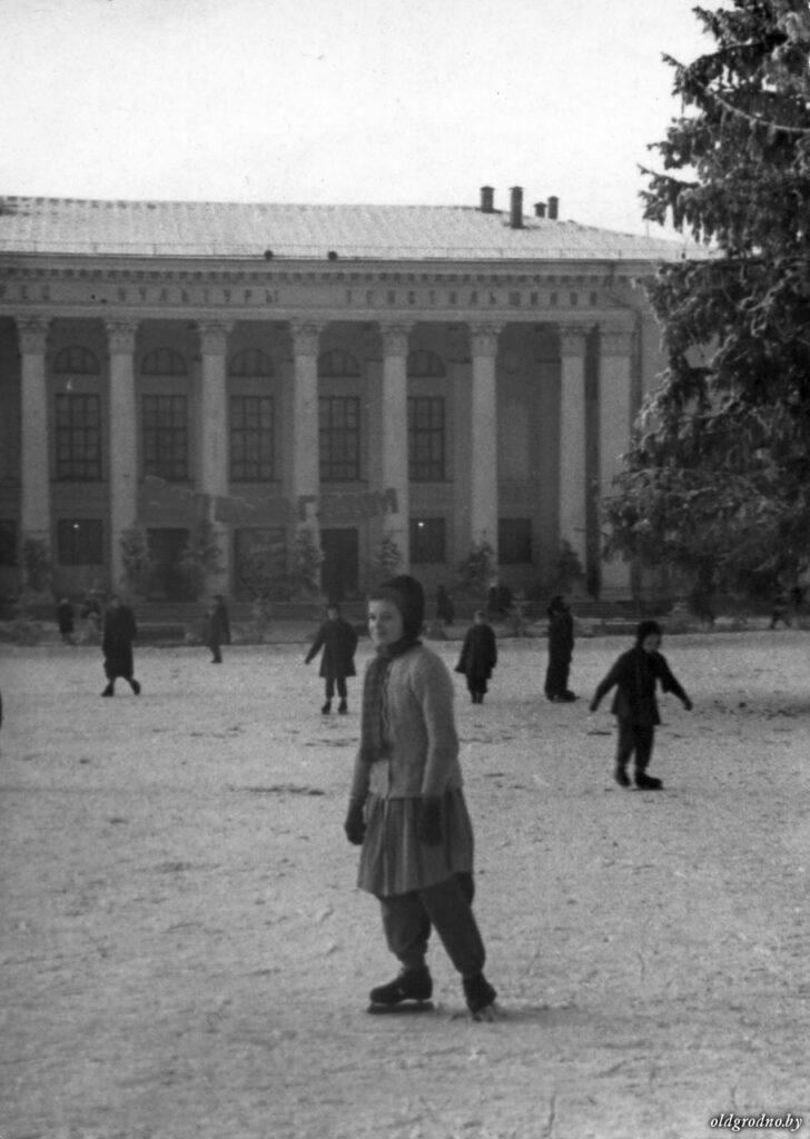 Каток на Советской площади в Гродно. 1960-е годы
