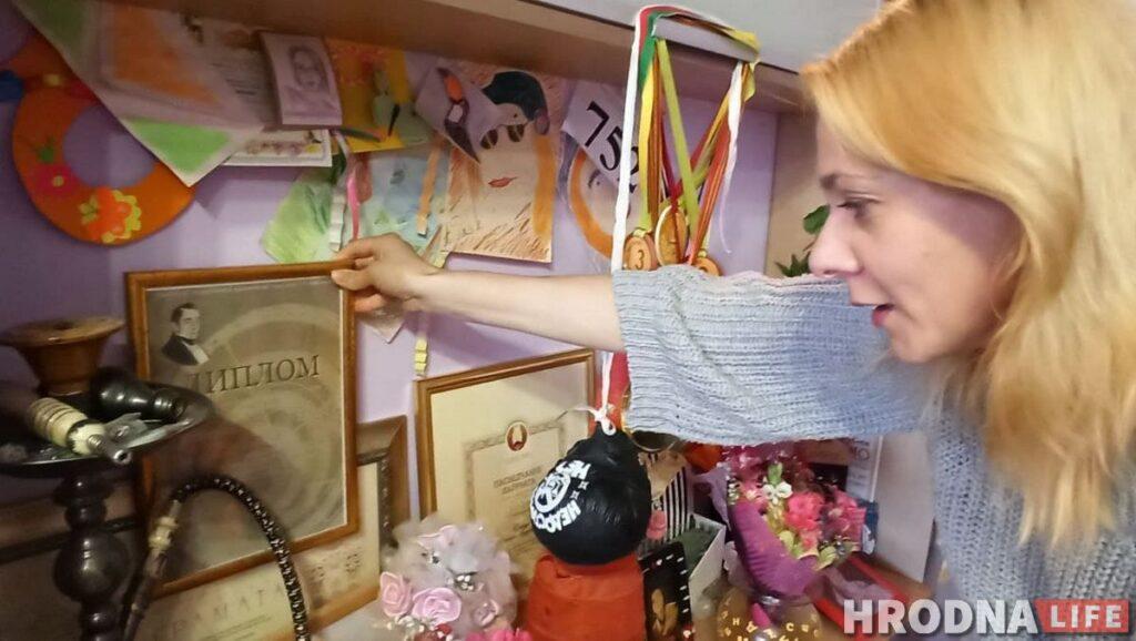 Дипломы и награды Оксаны Пликус и портреты в разных образах от дочери