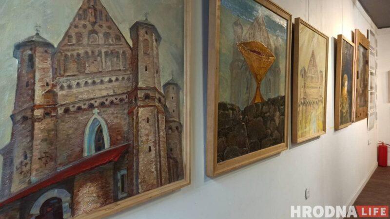 На выставке показаны работы Алеся Пушкина разной тематики и разных лет.