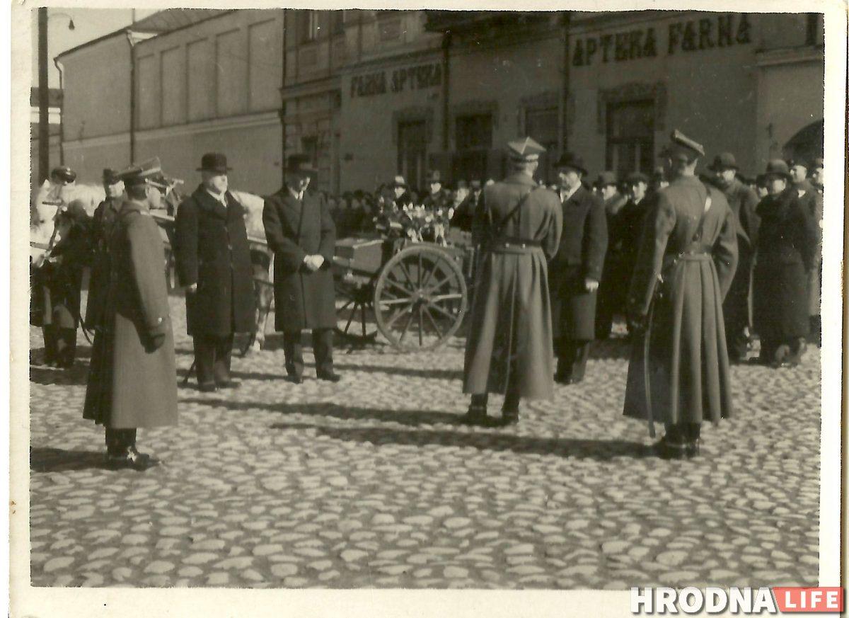 Военный праздник в центре Гродно, 1930-е гг. Фото из архива Станиславы Хатяновской