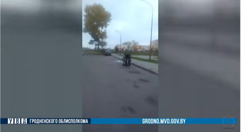 «Умничка, он на меня напал». Гродненца судят после видео его конфликта с активисткой с камерой Ольгой Бондаревой