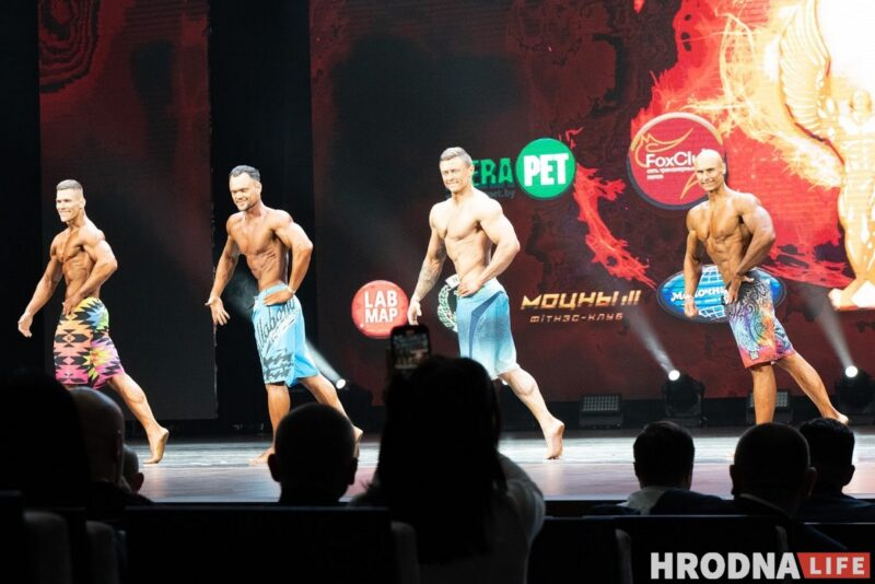Участники чемпионата категории men's physique на сцене в Гродно. Захар Дмитриченко - первый слева. Фото: Елена Миронова