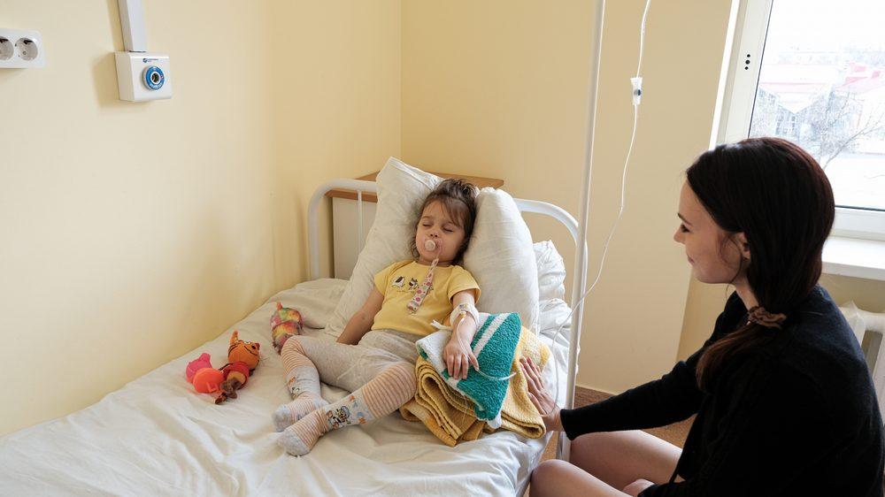 Ребенок на паллиативной помощи в больнице