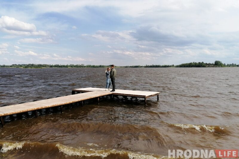 Пирсы в деревне Новосёлки на Гродненском море местные жители построили сами. Фото: Ольга Брейдо
