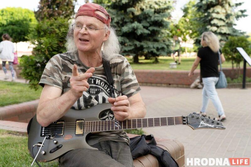 """Любит рок, джаз и Гродно. Уличный музыкант нашел """"идеальную культуру"""" и хочет здесь остаться"""