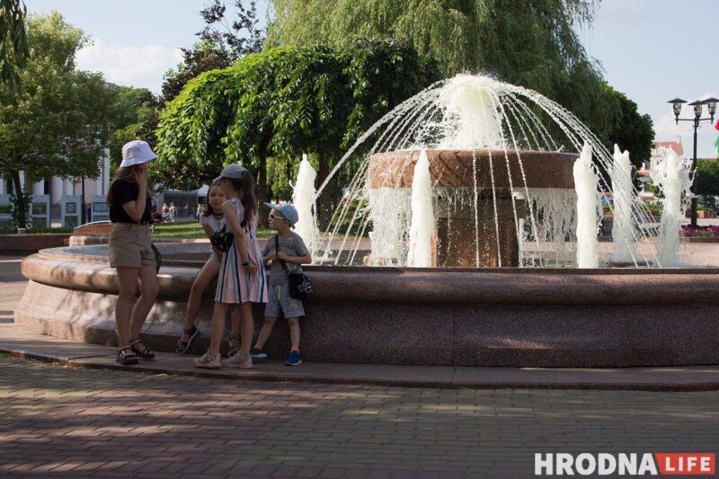 Фонтаны, Нёман и Городничанка. От жары гродненцы прячутся в воду