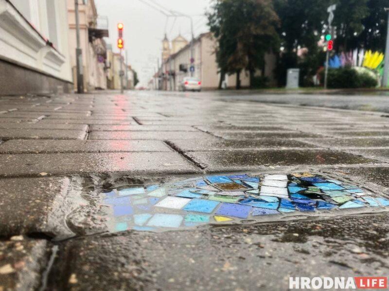 """""""Хирург тротуаров"""" или """"свой Бэнкси""""? Неизвестный мастер в Гродно создаёт стрит-арт под ногами"""