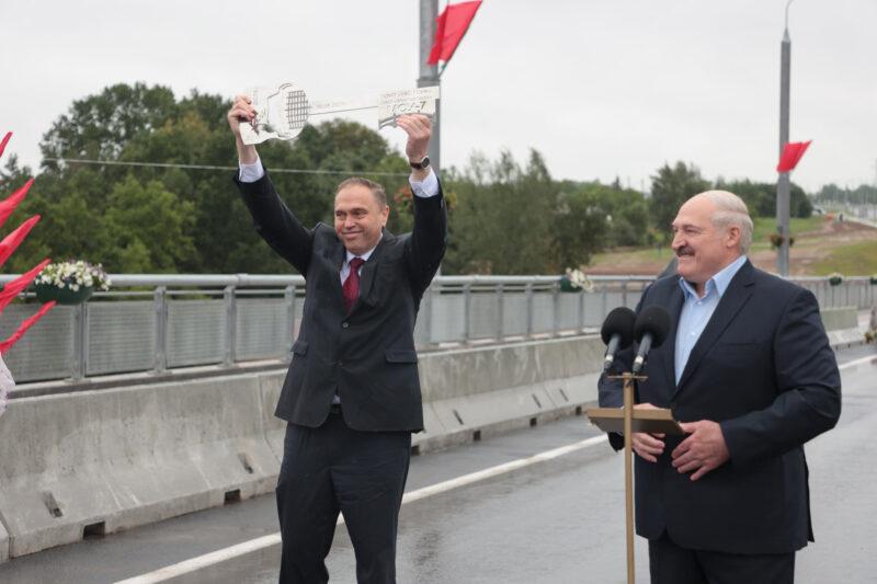 Караник и Лукашенко на открытии четвёртого моста через Нёман. Источник фото: личная страница В.Караника в Facebook