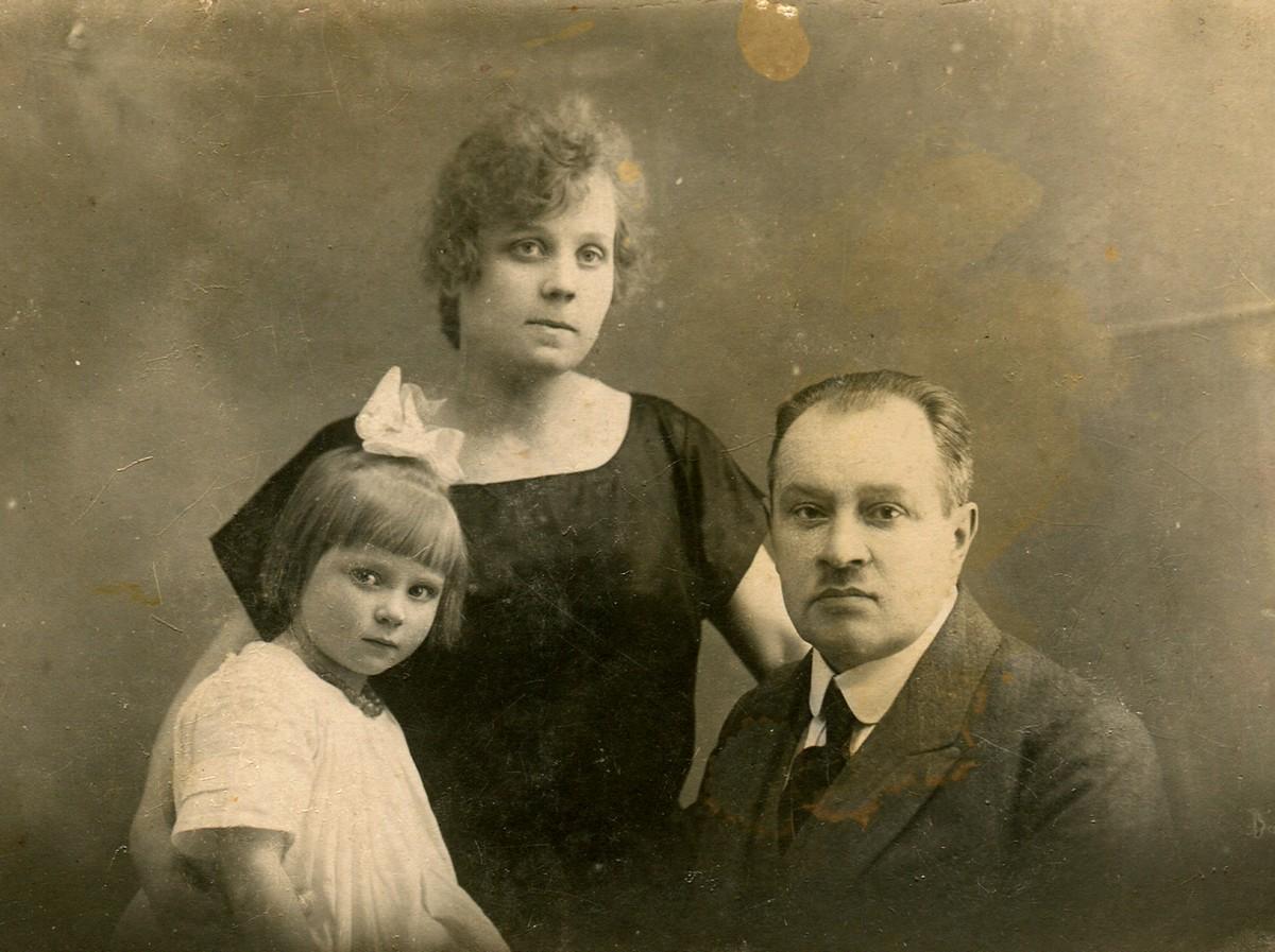 Дед Наталии Дорош, Константин Белецкий, с женой и дочерью. Фото из семейного архива