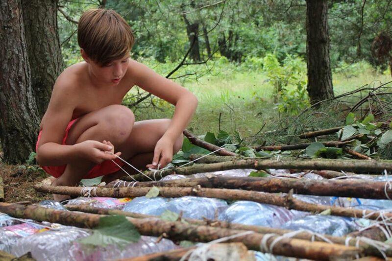 """""""Развівашкі адпачываюць"""". Адвялі дзяцей у лес, забралі мабільнікі і далі волю. Як гродзенскія інструктары выхоўваюць заваёўнікаў вяршыняў"""